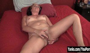 Yanks MILF Natalya Rubbing Her Arse