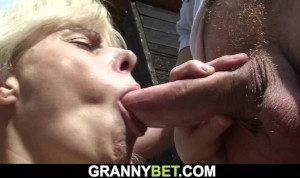 Lucky Dude Fucks Hot Mature In The Changing Room