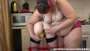 A fatty woman fucks her pepper in the kitchen, a pregnant girlfriend