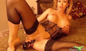 Olga enjoys deep fisting and double penetration